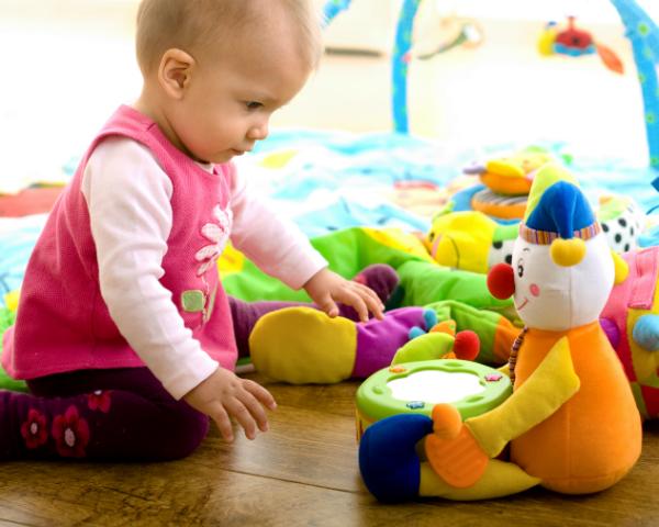 legetøj 6 måneder